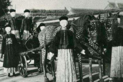 瓜尔佳·荣禄跟溥仪是什么关系?怎么评价他