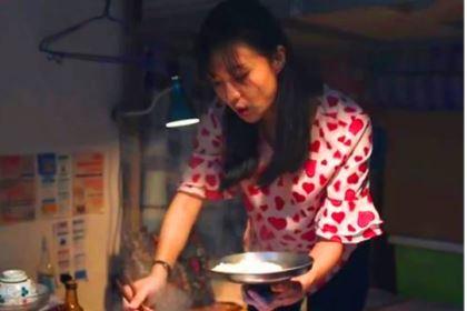 《猎狐》杨建秋为什么要用锅盖吃饭?