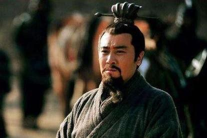 刘备毫无根基到处投奔,为何都很尊重他?